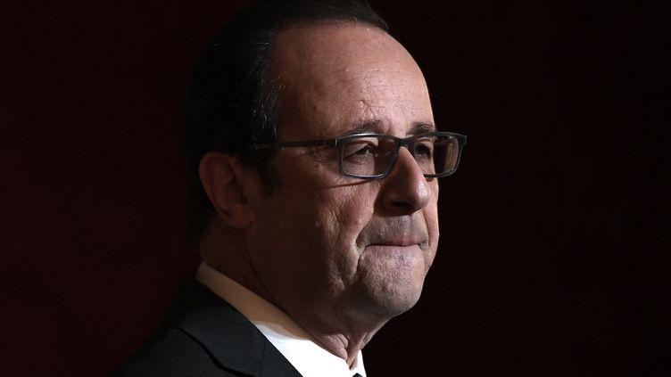 """François Hollande dénonce les""""dérapages verbaux insupportables"""" de Donald Trump. (LIONEL BONAVENTURE / POOL / AFP)"""