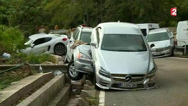 Inondations meurtrières : des milliers de voitures emportées par les flots