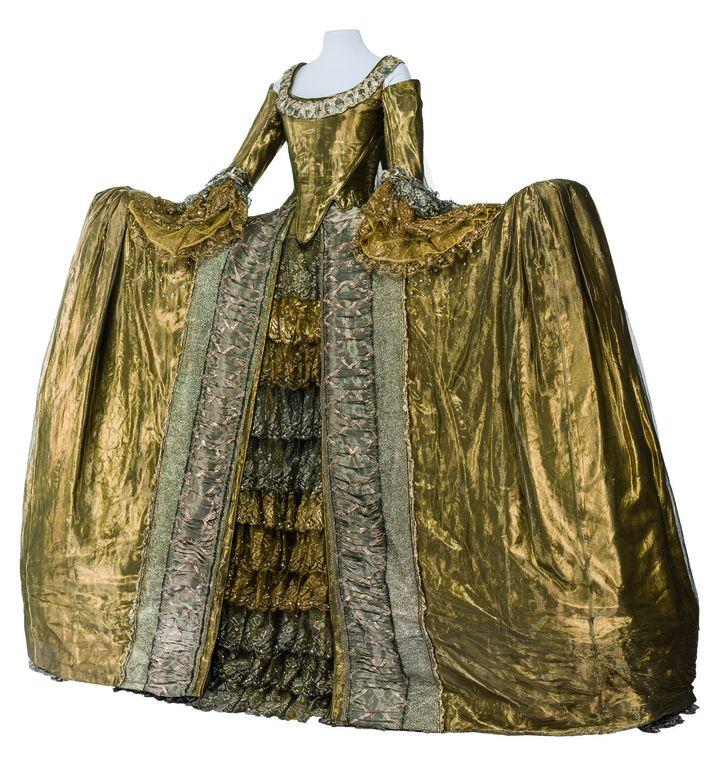 Costume Chloé Obolensky pour le lancement du parfum C'est la vie ! de Christian Lacroix, 1990.   (CNCS / Florent Giffard)