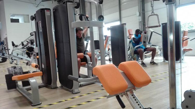 Une salle de sport avant le confinement mais avec la distanciation physique. (RUDDY GUILMIN / RADIOFRANCE)