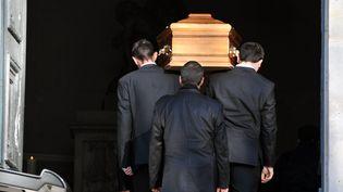 Des obsèques au cimetière parisien du Père-Lachaise. (DANIEL FOURAY / MAXPPP)