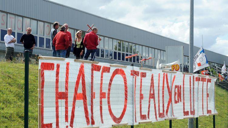 Les salariés de l'usine Chaffoteaux, dans les Côtes-d'Armor, protestaient contre les suppressions d'emplois, en 2009. (FRANK PERRY / AFP)