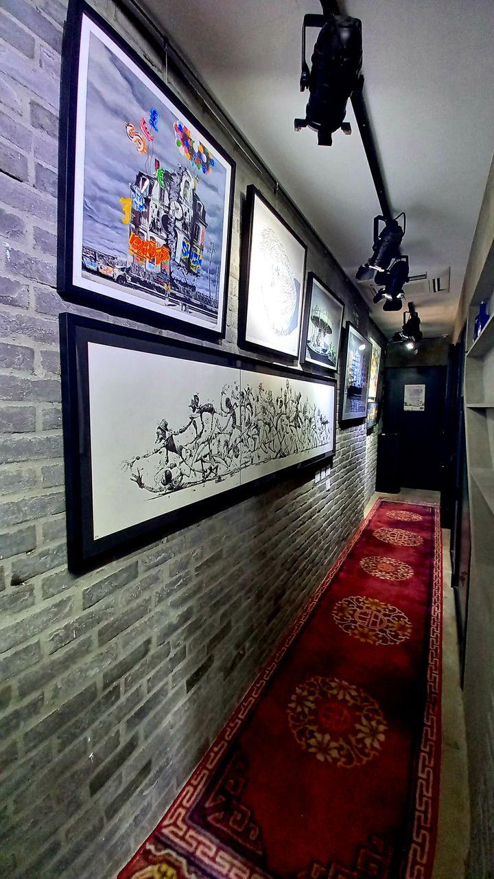"""Dans la galerie de Baptiste Droniou à Hong Kong : """"Le monde de l'art, ce n'est pas évident. Il faut se faire un nom et que les gens vous fassent confiance"""" (Epicerie Fine Art)"""