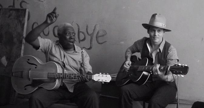 Johnny Depp en compagnie d'un bluesman à la jam session de Paul McCartney.  (capture écran)