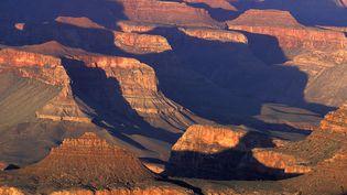 Sculptéesau sein duColorado, aux Etats-Unis, les gorges du Grand Canyon et leurs1500 mètres de profondeur sont entrées au patrimoine mondial de l'Unesco en1979. Elles sont aujourd'hui menacées par l'installation de barrages, une mauvaisegestion ou une surexploitationdes ressources en eau. (AMANTINI-ANA / ONLY WORLD / AFP)