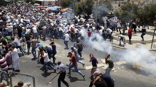 Des affrontements entre forces de l'ordre israéliens et Palestiniens à Jérusalem, le 21 juillet 2017. (MAHMOUD IBRAHEM / ANADOLU AGENCY)