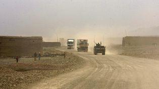 Un convoi dans la vallée de Tagab, dans la province de Kapisa, en Afghanistan, le 22 février 2011. (AYMERIC VINCENOT / AFP)