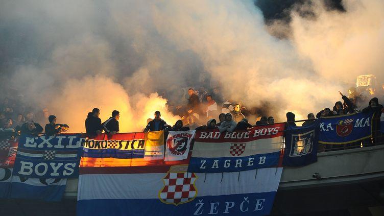 Des supporters de la Croatie dans les tribunes du stade Giuseppe Meazza de Milan, lors d'un match contre l'Italie, le 16 novembre 2014. (MASSIMO CEBRELLI / AFP)