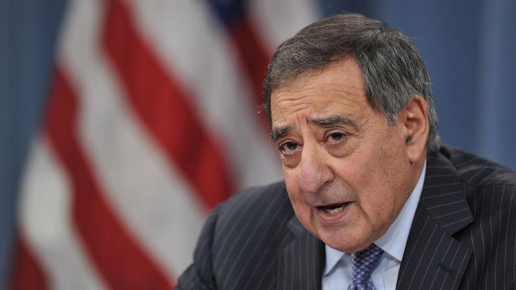 Le secrétaire d'Etat américain à la Défense, Leon Panetta, le 24 janvier 2013 lors d'une conférence de presse au Pentagone, à Washington (Etats-Unis). (PAUL J. RICHARDS / AFP)