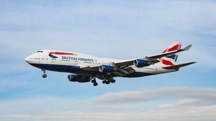 UnBoeing 747-400 de la compagnie British Airways à l'approche de l'aéroport JFK de New York, aux Etats-Unis, le 23 janvier 2020. (NICOLAS ECONOMOU / NURPHOTO / AFP)