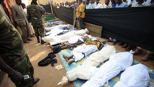Les cadavres rassemblés dans une mosquée du centre-ville de Bangui (Centrafrique), le 5 décembre 2013. (SIA KAMBOU / AFP)