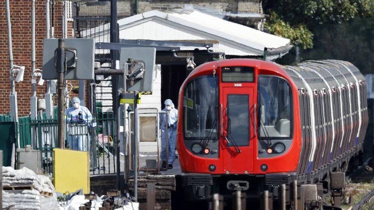 La station de métro Parsons Green, à Londres (Royaume-Uni), après l'explosion d'un engin explosif artisanal, vendredi 15 septembre 2017. (ADRIAN DENNIS / AFP)