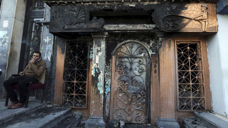 Une attaque au cocktail Molotov a dévastéune discothèque du Caire (Egypte) le 4 décembre 2015. (MOHAMED ABD EL GHANY / REUTERS)