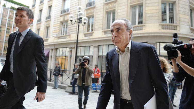 Ziad Takieddine, intermédiaire en contrats d'armement, le 5 octobre à Paris, après avoir été entendu par la justice. (AFP)