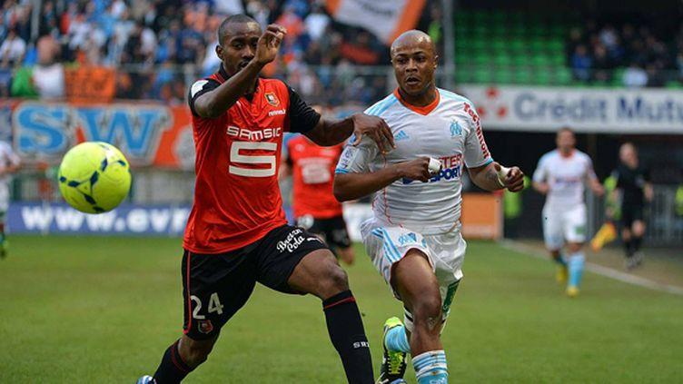 Duel entre Dimitri Foulquier et Andre Ayew lors de Rennes-Marseille