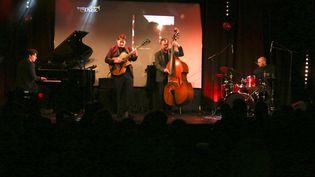 Le guitariste Hugo Lippi à la tête de son quartet (Fred Nardin au piano, Fabien Marcoz à la contrebasse, Romain Sarron à la batterie), le 27 janvier 2020 à Paris, au Pan Piper, durant la cérémonie de l'Académie du Jazz (Antoine Piéchaud)