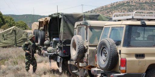 Véhicules militaires déployés à Kasserine, capitale de la région du mont Chaambi, le 7 mai 2013. (AFP - Abderrazek Khlifi)