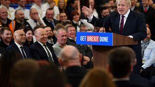 Le Premier ministre Boris Johnson lors d'un meeting de campagne àUttoxeter, dans le comté deStaffordshire (Royaume-Uni), le 10 décembre 2019. (BEN STANSALL / AFP)