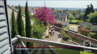 Des Parisiens se confinent dans une maison en location près de Paris (France 2)