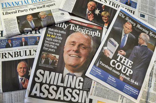 La presse australienne du 15 septembre 2015 commente la victoire de Malcom Turnbull: «L'assassin souriant», «Le coup d'Etat», «Le parti libéral se divise», «Le triomphe»... (AFP - William West)