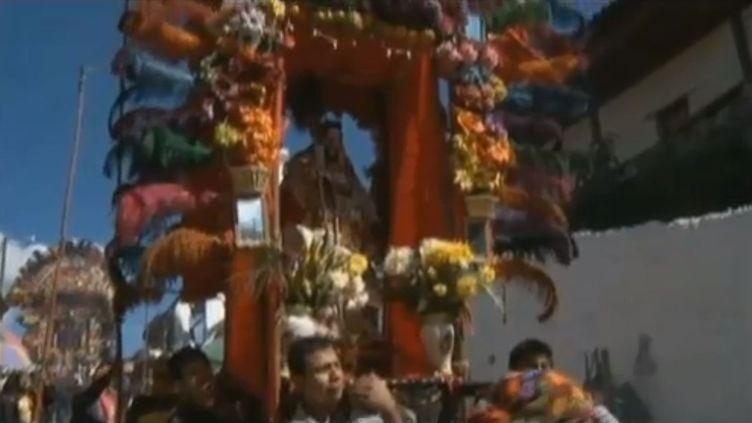 Au Guatemala, les indiens Quiche fêtent l'an 5125, marquant la fin d'un cycle du temps, loin des théories d'apocalypse prévues pour le 21 décembre qu'on prête à leur peuple. (FRANCETV INFO)