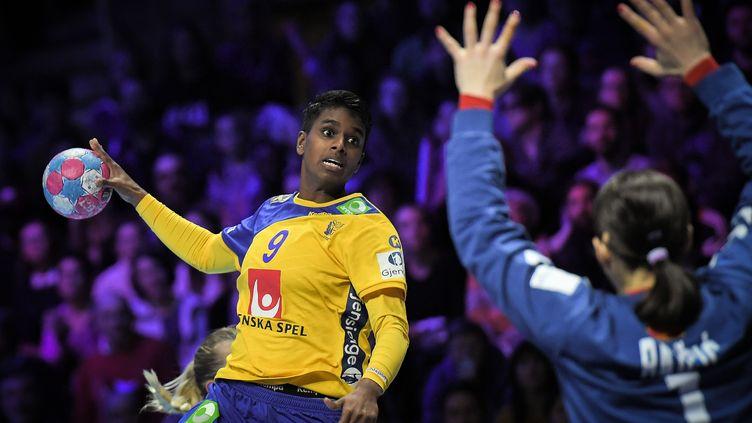 La handballeuse Louise Sand lors de l'Euro 2018. (LOIC VENANCE / AFP)