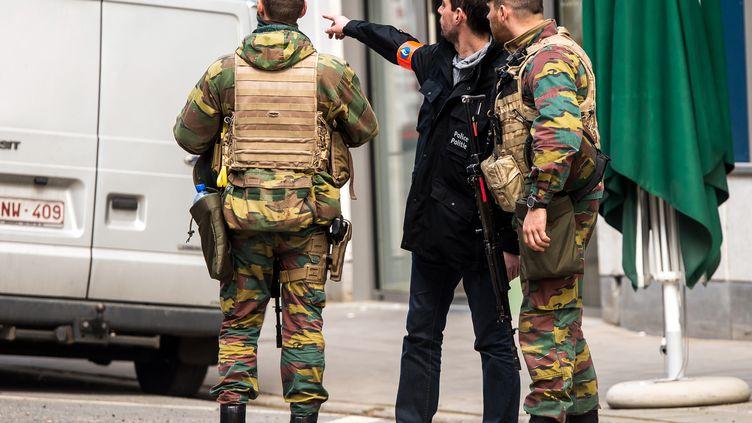 Des militaires dans les rues de Bruxelles (Belgique), le 22 mars 2016. (PHILIPPE HUGUEN / AFP)