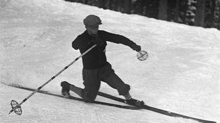 Les premiers skieurs. Photo prise en mars 1929. (GETTY IMAGES / ULLSTEIN BILD DTL. / ULLSTEIN BILD)
