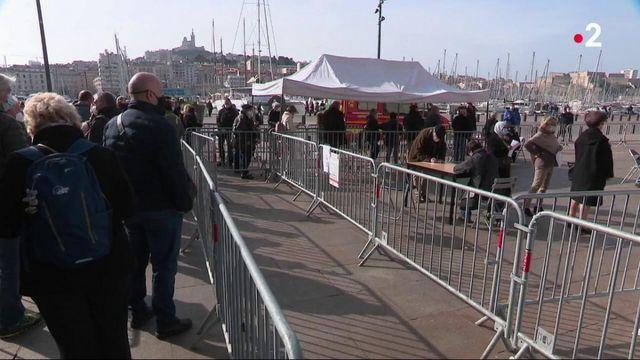 Vaccin contre le Covid-19 : à Marseille, le centre du Vieux-Port toujours ouvert suite au déblocage de doses