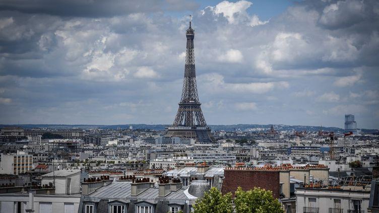 La tour Eiffel à Paris, le 15 juin 2020. (STEPHANE DE SAKUTIN / AFP)