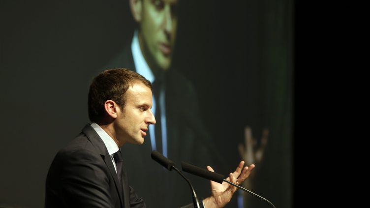 Pour certains sarkozistes, Emmanuel Macron, ici le 27 septembre à Besançon,servirait à aspirer les voix d'Alain Juppé (/NCY / MAXPPP)