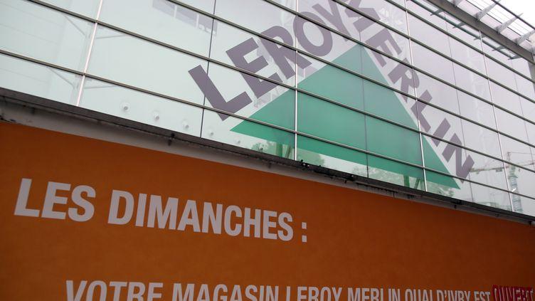La façade d'un magasin Leroy Merlin en région parisienne. (KENZO TRIBOUILLARD / AFP)