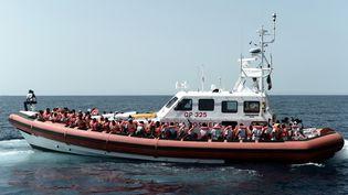 Un bateau de l'ONG Médecins sans frontières venant en aide à des migrants en Méditerranée, le 14 juin 2018. (KENNY KARPOV / AFP)