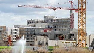 Un chantier de construction à Montpellier (Hérault), le 2 avril 2013. (PASCAL GUYOT / AFP)