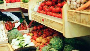 Certains fruits et légumes, comme les tomates ou les poivrons, contiennent davantage de pesticides et ont tout intérêt à être consommés bio. (LIN YU WEI / GETTY IMAGES)