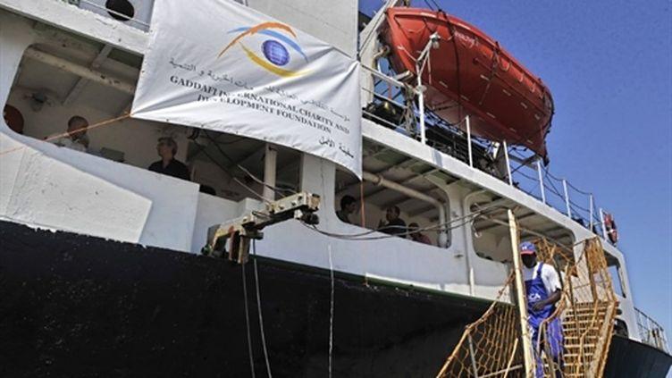 L'Amalthea, cargo affrété par la Libye pour Gaza, dans le port grec de Lavrio, le 9 juillet 2010. (AFP/LOUISA GOULIAMAKI)
