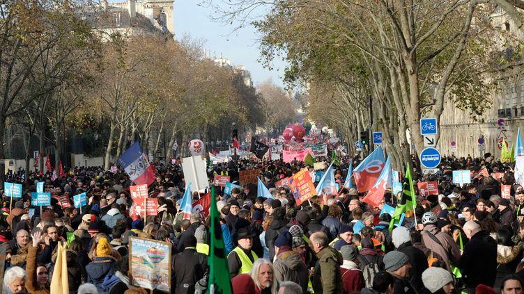Une manifestation à Paris contre la réforme des retraites le 10 décembre 2019. (NATHANAEL CHARBONNIER / FRANCE-INTER)