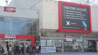 L'entrée du théâtre d'Orléans (Loiret), occupé depuis le 12 mars 2021. (GUILLEMETTE JEANNOT / FRANCEINFO)
