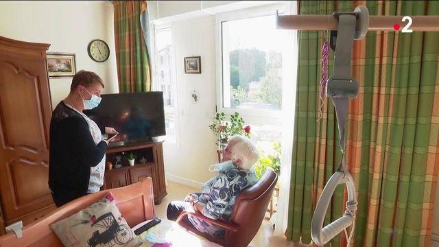 Aides aux personnes âgées : 400 millions d'euros débloqués et des recrutements