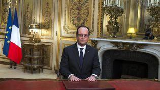 Le président, François Hollande, le 31 décembre 2014, au palais de l'Elysée, à Paris. (IAN LANGSDON / AFP)