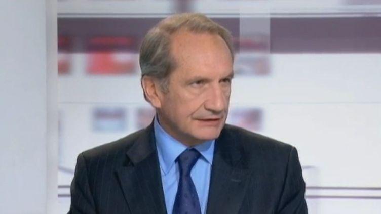"""Gérard Longuet sur le plateau de l'émission """"Les 4 vérités"""", sur France 2 le 22 décembre 2011. (FRANCE 2)"""