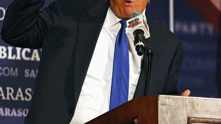 Le milliardaire Donald Trump prononce un discours à l'occasion d'un dîner organisé par le parti républicain en Floride, le 26 août 2012. (MIKE CARLSON / REUTERS )