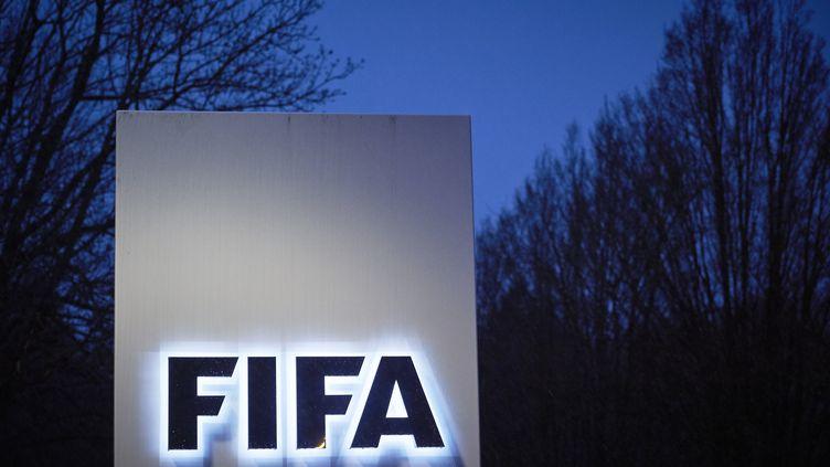 Le logo de la FIFA  (MICHAEL BUHOLZER / AFP)