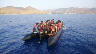 Des migrants attendent d'être secourus en mer Egée, au large de Bodrum (Turquie), le 20 septembre 2015. ( UMIT BEKTAS / REUTERS )