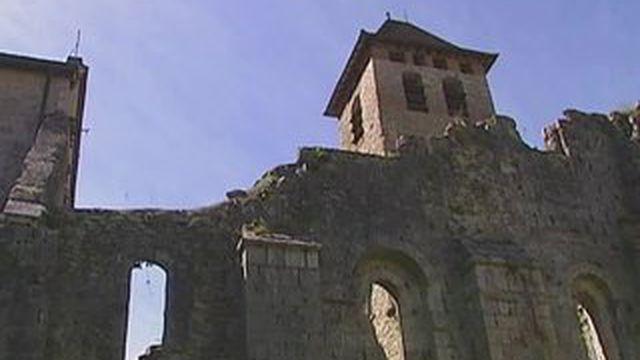 Lot : un prêtre se mobilise pour sauver son abbaye