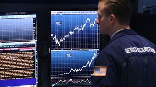 La bourse de New York s'envole en juillet 2017. Elle dépasse la barre des 22 000 points. (SPENCER PLATT / GETTY IMAGES NORTH AMERICA)