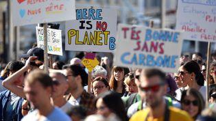 Des participants à la Marche pour le climat organisée à Marseille, le 13 octobre 2018. (GERARD JULIEN / AFP)