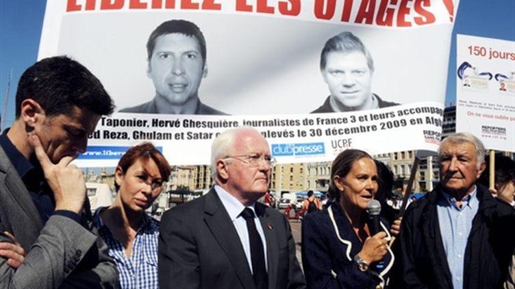 Rassemblement de soutien pour Hervé Ghesquière et Stéphane Taponier à Marseille (AFP/MICHEL GANGNE)
