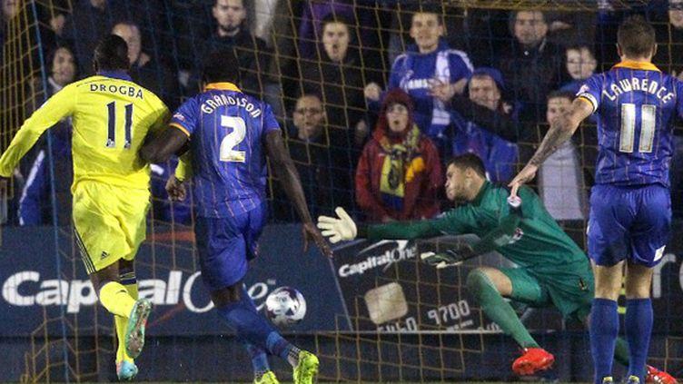 Didier Dorgba buteur face à Shrewsbury Town FC (LINDSEY PARNABY / AFP)
