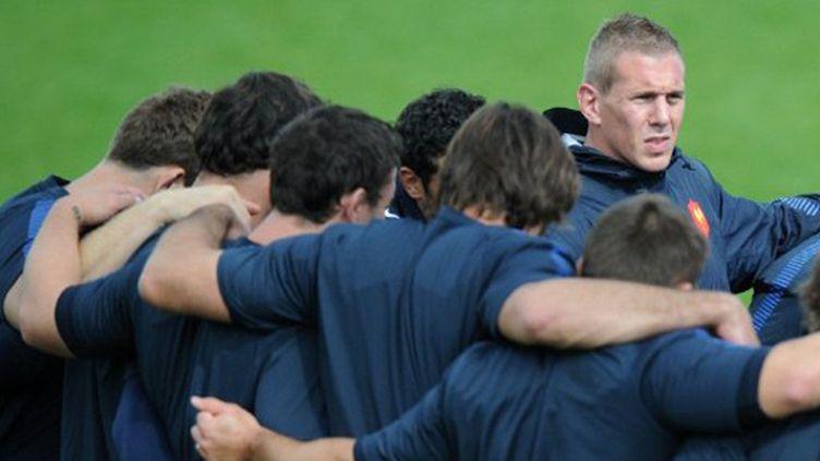 Le groupe France se serre les coudes (FRANCK FIFE / AFP)